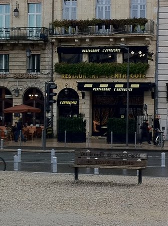 L'Entrecote: from the outside