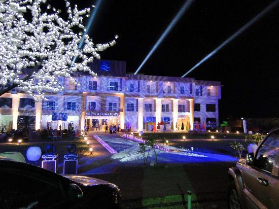 Siesta Marina Hotel: night
