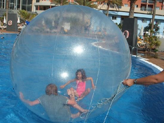 Iberostar Fuerteventura Park : Big Ball Fun in the pool