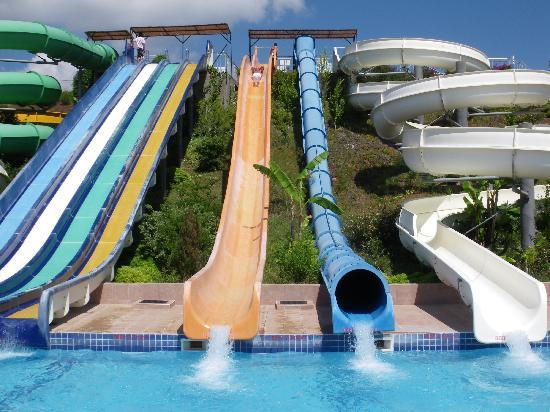 Candan Club Hotel: water park above mc Donalds