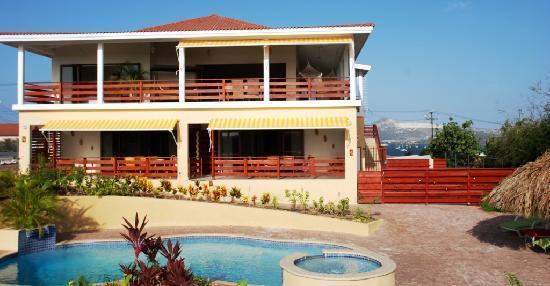 Home Sweet Home Mini-Resort Curacao : House & Swimmingpool