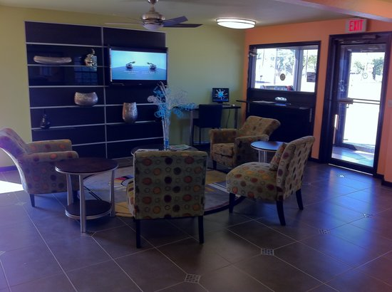 Enid, OK: Newly Renovated Lobby
