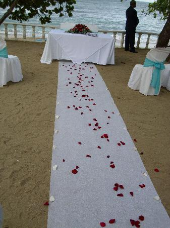 The Crown Villas at Lifestyle Holidays Vacation Resort: Our wedding was set up here overlooking the beach