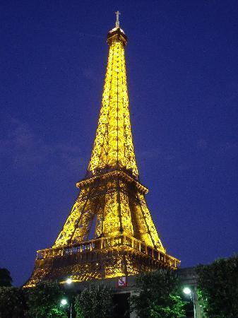 Grand Hotel des Balcons: La Tour Eiffel illuminata