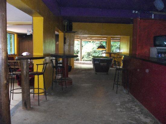 Backpackers Hostel & Campsite: The main bar/lounge area