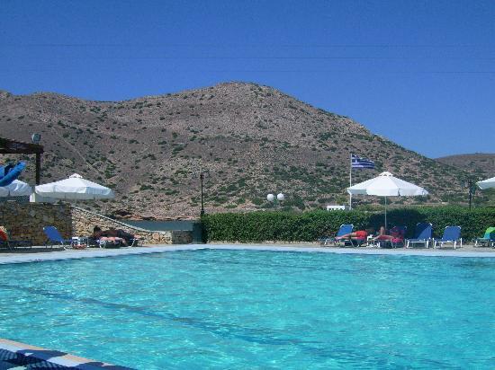 Dolphin Bay Family Beach Resort: swimming pool1