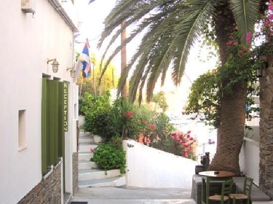 Porto Klaras Studios & Apartments: At the entrance