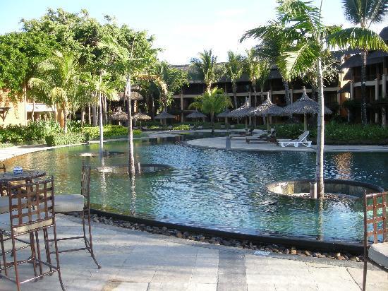 Heritage Awali Golf & Spa Resort : piscine chic