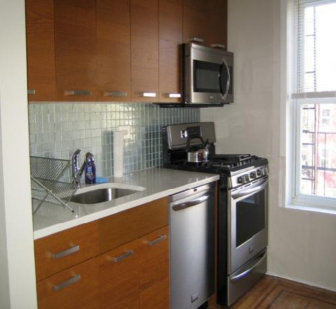 Carroll Gardens House: Sackett St - Suite A - Kitchen