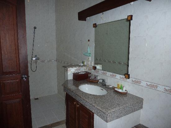 Tamukami Hotel: En suite bathroom