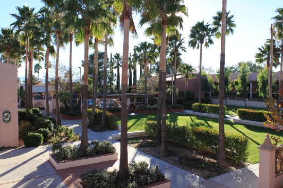 Esplendor Resort at Rio Rico: grounds 1