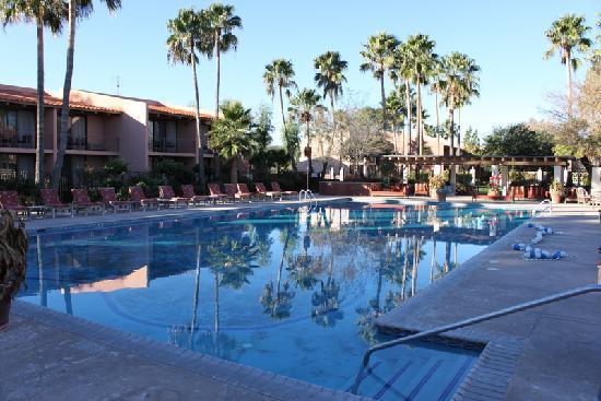 Esplendor Resort at Rio Rico: grounds 4