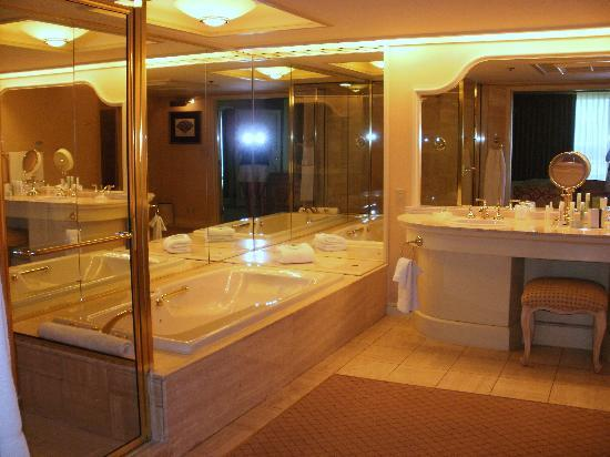 The Mirage Hotel & Casino: Bathroom and Shower