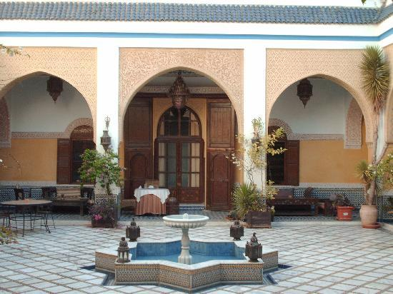 Riad Meknes: water fountain