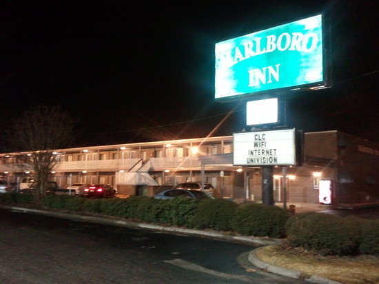 Marlboro Inn: It looks older on the outside, my camera makes the photo look good!! (great flash)