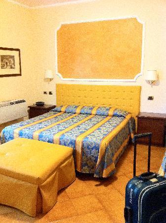 Hotel Mondial : camera tripla