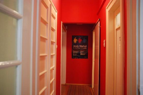Backpackers Lounge Hostel: Hallway