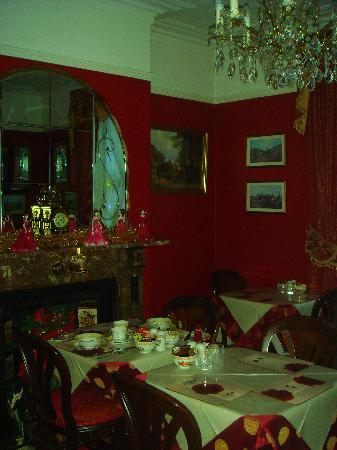 Barbican House: elegant breakfast room