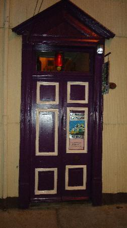 Hostal La Maison du Filou: porte d'entree.