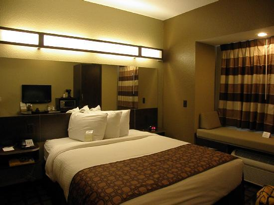 Microtel Inn & Suites by Wyndham Macon: Dreamy bed - very comfortable!