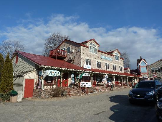 Eastern Slope Inn: Norcross building