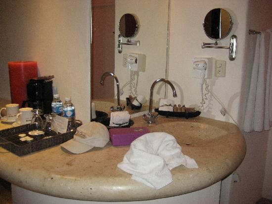 Blue Parrot 5th Avenue: The vanity area