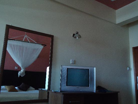 Jamiat Hotel: cable tv