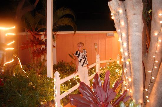 Garden Gate Inn: Garden Gate at night