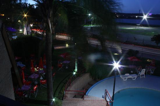 Portal del Lago Hotel: Piscina Principal - Noche