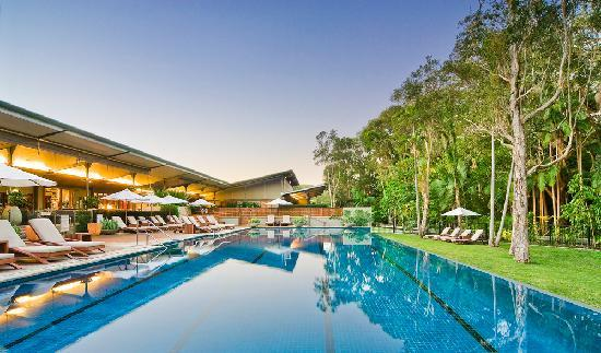 Suffolk Park, Australia: Infinity pool and main resort building