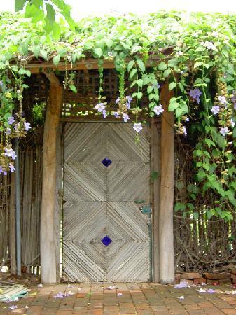 Villa Casa Luna : One of the garden gates