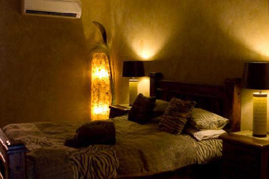 Chapel Farm Getaways: Africa Room Bed
