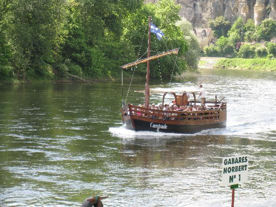 Bezenac, ฝรั่งเศส: A boat ride on the Dordogne River.