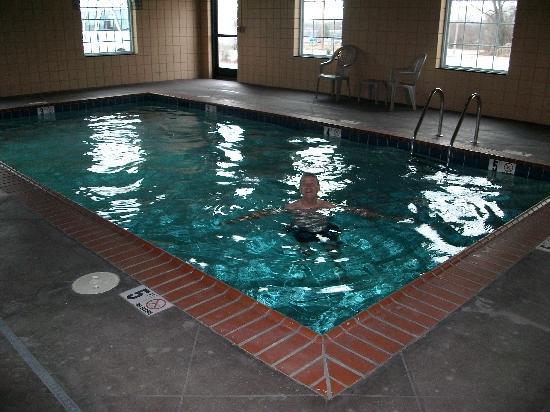 Super 8 Bowling Green North: Indoor pool at Super 8