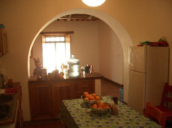 Alma del Sol Bed & Breakfast Inn: Kitchen with fresh oranges from Hugo