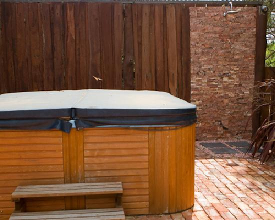 Chapel Farm Getaways: Spa and Outdoor Shower
