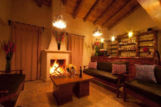 Villas Casa Morada : By the fireplace in the bar/restaurant
