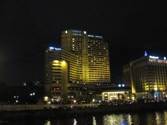 InterContinental Cairo Semiramis: Hotel at night