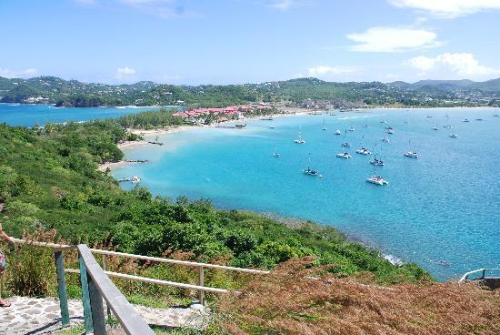 Bay Gardens Beach Resort: View of Reduit beach from Fort Rodney