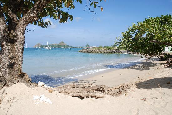Bay Gardens Beach Resort: Reduit beach looking towards Rodney Point