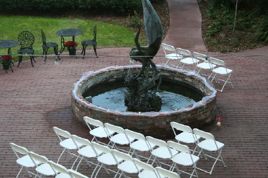 Florida House Inn: courtyard set up for ceremony
