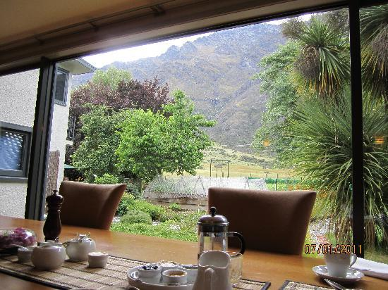 Remarkables Mountain Lodge: view from dining room