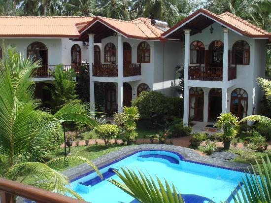Hotel Bentota Village: Wonderful garden with pool