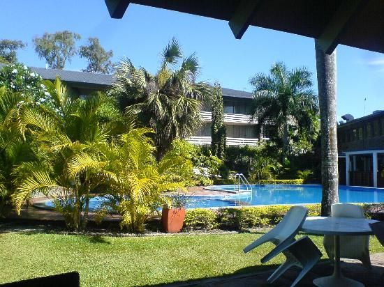 Holiday Inn Port Moresby : Hotel pool from the garden bar