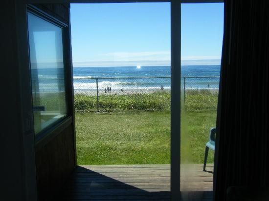 Cozy Cove Beachfront Resort Inn: it was right in front of our noses!