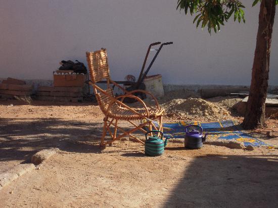 Malí: Plastic kettles for libations