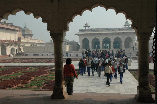 Fuerte de Agra: Beautiful gardens and buildings in Agra Fort