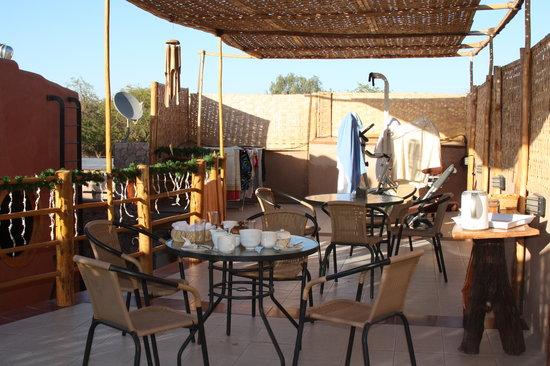 Parina Atacama Apart Hotel: Terraza luego de servirnos desayuno a las 7:30 am