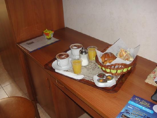 Hotel Maikol Rome: colazione in canera