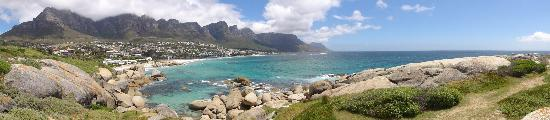 Fairways on the Bay: Camps Bay in Panorama view from the headlands